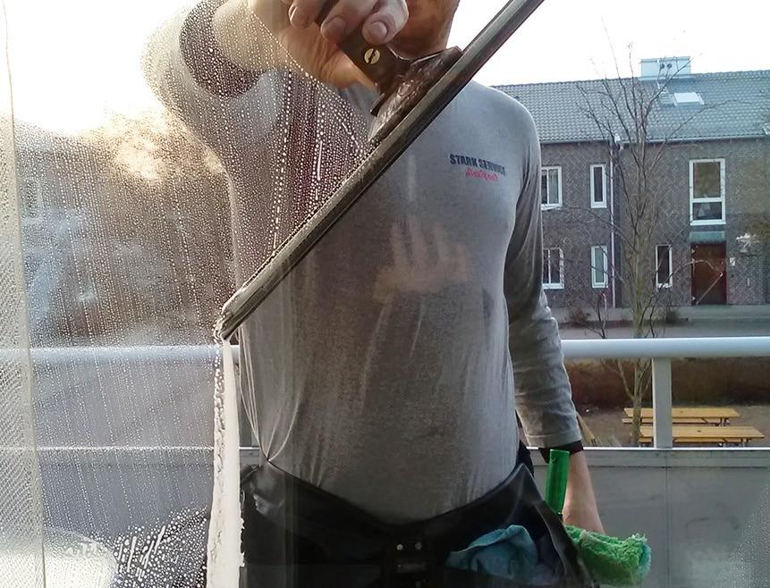 Fönsterputsning: Hur man väljer en pålitlig fönsterputsare?